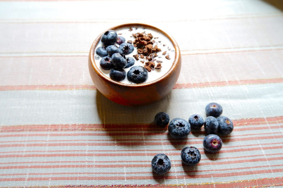 Refrigerate for 15 minutes and serve with fresh blueberries